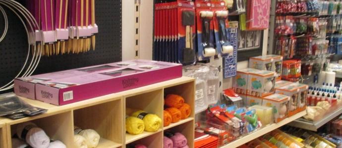 Bastelmaterialien für kleine Künstler im Spielzeugladen Zwerg Nase in Bernau